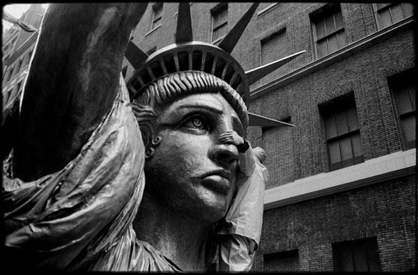 En busca de libertad © Pedro Meyer 1986