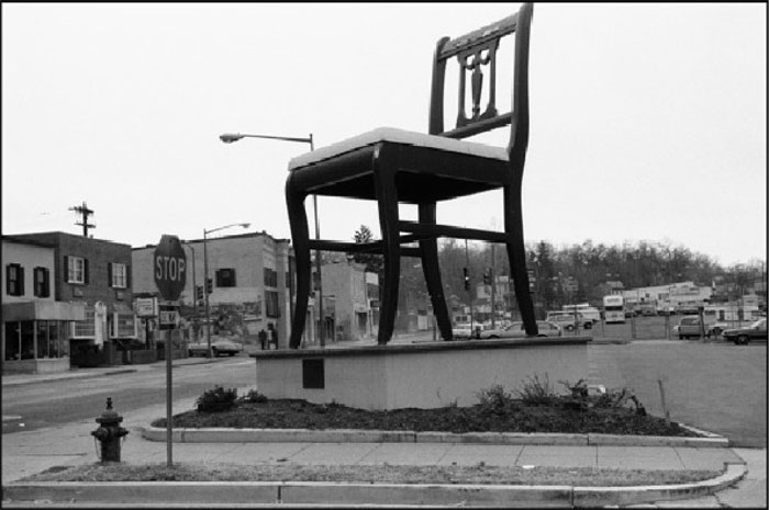 Monumental Chair, Washington, D.C. © Pedro Meyer, 1989